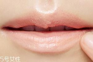 唇部打底和润唇膏区别 都是打底功效却不同