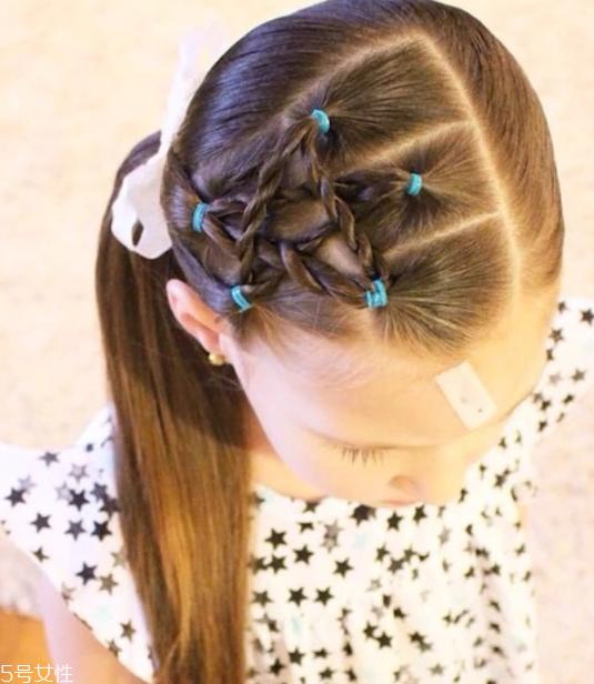 小女孩五角星辫子发型扎法 清纯俏皮超可爱图片