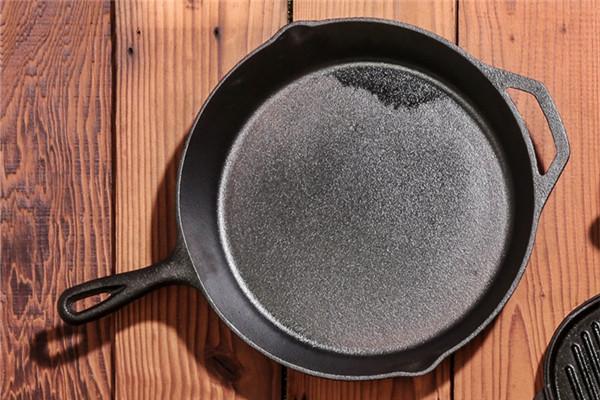 铁锅生锈怎么办 铁锅生锈了还能炒菜吗
