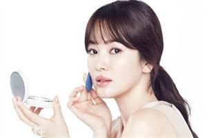 兰芝小白光气垫bb霜使用方法 水光透白的自然妆感