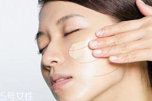 BB霜卡粉怎么办?妆前敷面膜预防卡粉