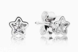 什么材质的耳钉不过敏?纯银耳钉解决耳朵肿痛