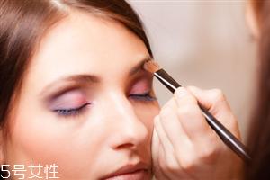 夏天出汗用什么化妆品 适合夏天用的化妆品