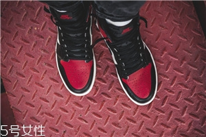 运动鞋白边变黑怎么办?这样清洗焕然一新