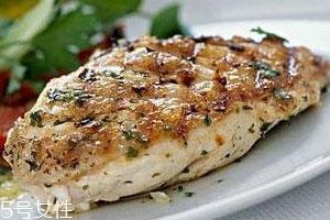 鸡胸肉是鸡的哪个部位 鸡身上最大的两块肉