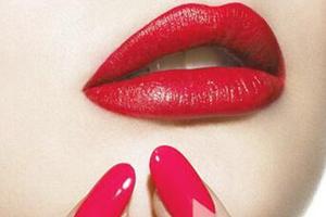 唇纹深适合什么口红?别用哑光口红