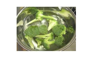 花椰菜怎么切?把整茎切掉最好炒