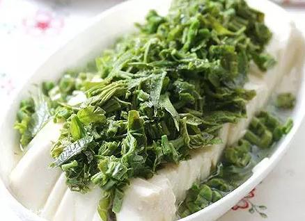 香椿凉拌怎么做好吃?超级简单的3道开胃菜