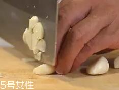 杏鲍菇怎么洗才干净?盐水泡泡轻松去污