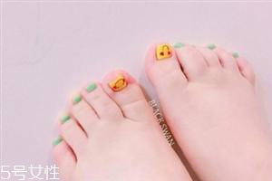 2018夏季脚美甲图片 韩式清新脚指美甲图