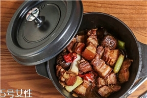 红烧肉放冷水还是热水 热水最后加