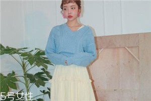浅蓝色毛衣怎么搭配?简约配色彰显气质