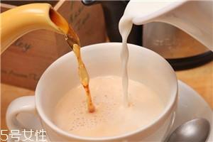 奶茶红茶和牛奶的比例 1:1黄金比例