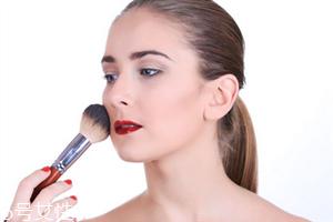 化妆品过敏脸肿了了怎么办 立即停止化妆
