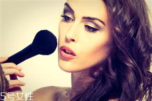 为什么化妆后容易脱妆 个人肤质因素