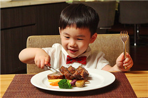 中西日餐桌礼仪差异对比