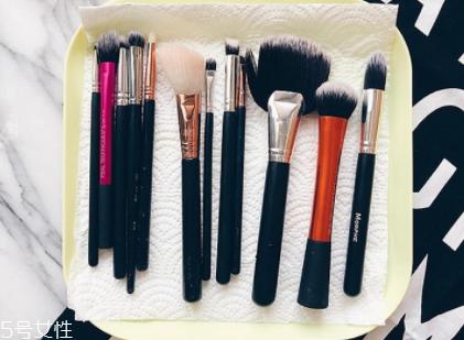 化妆刷第一次怎么清洗图片