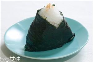 三角海苔饭团怎么包 海苔基本4种包法