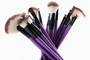 化妆刷买什么材质的好?眼影刷用动物毛更好