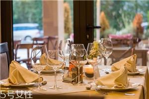 男性必知的西餐厅餐桌礼仪