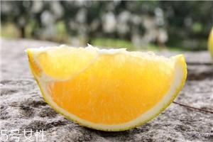 脐橙怎么挑选比较甜 脐橙的挑选方法