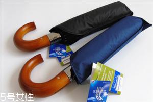 遮阳伞的选择标准 有黑胶涂层的防晒效果更好