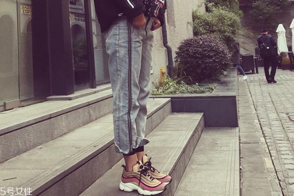 女式春夏运动鞋怎么挑?三种款式好搭又显高