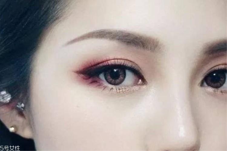 眼妆怎么画显眼睛大视频图片