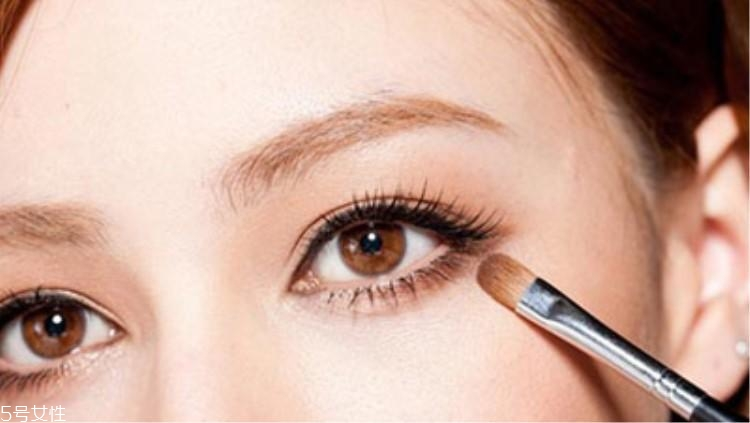 化眼妆显老图片
