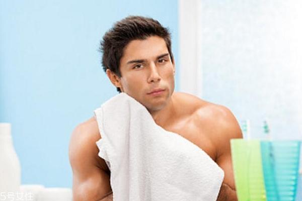 男士控油护肤品怎么选?用对护肤品做干净的懒男人