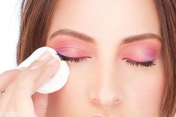 用完卸妆巾还用洗脸么?不洗净会刺激皮肤