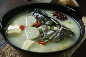 天麻炖鱼头小孩能吃吗 不可以喝太多