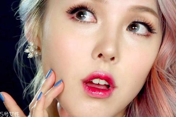 咬唇妆口红怎么涂 韩式咬唇妆怎么打造