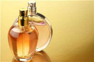 香水怎么喷香味更持久 喷香水香味持久的技巧