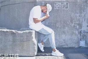 小白鞋要穿袜子吗?穿小白鞋用不用穿袜子