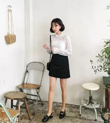 黑色半身裙怎么搭配?黑色半身裙搭配技巧