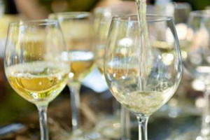 白葡萄酒是什么颜色 白葡萄酒为什么会变色