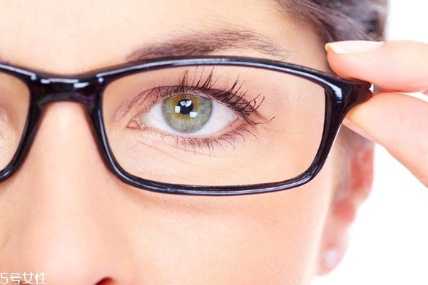 戴眼镜要画鼻影吗 眼镜妹的鼻影教程