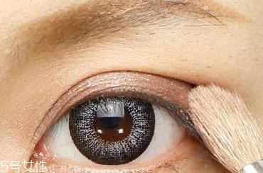 眼睛圆的人怎样画眼线图片