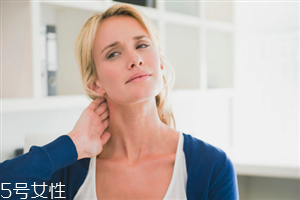 颈纹的形成原因是什么 教你轻松去除颈纹