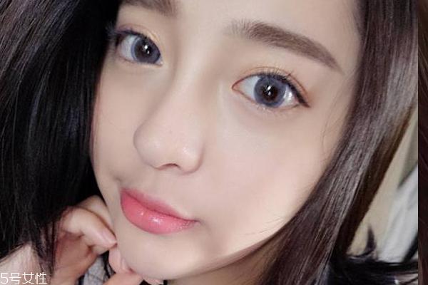 灰色美瞳适合黄皮吗 灰色美瞳妆图片