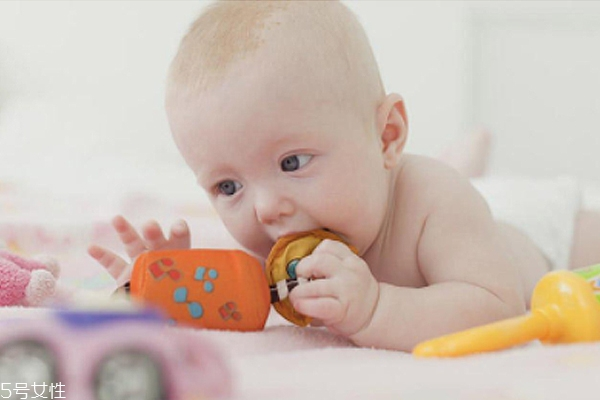 出牙期的宝宝该怎么护理 宝宝出牙如何预防龋齿