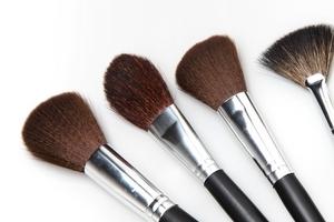 化妆刷能用洗面奶洗吗 化妆刷适合用洗面奶洗吗