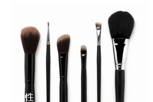 化妆刷可以用卸妆水洗吗 化妆刷清洗注意事项