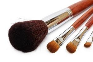 化妆刷可以用吹风机吗 化妆刷能用吹风机吹干吗