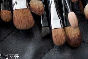 化妆刷可以用洗发水洗吗 为什么要洗刷子