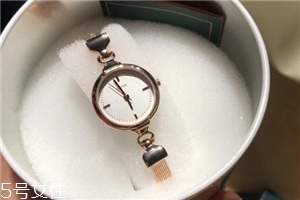 lloyd手表表带怎么调?lloyd手表表带调节方法