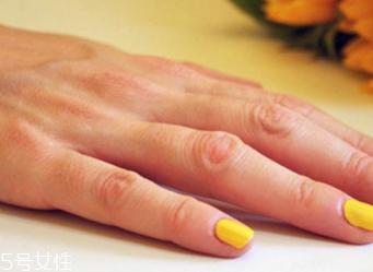 黄色条纹美甲教程 黄色系条纹美甲款式大全