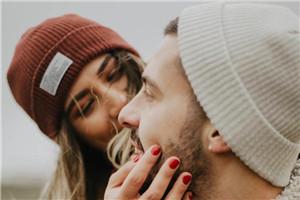 喜欢闻男朋友的味道 闻男友气味有助减压