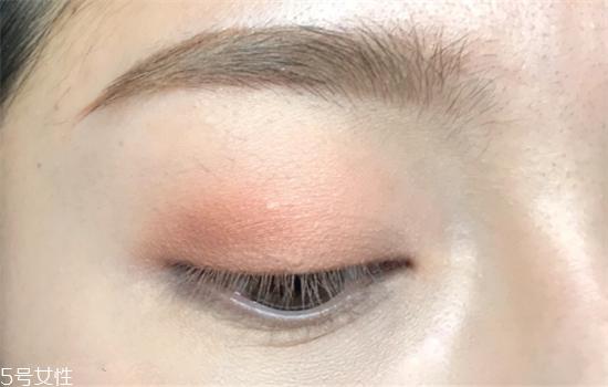 金色眼妆怎么画好看 夏日混血妆妆容教程图解